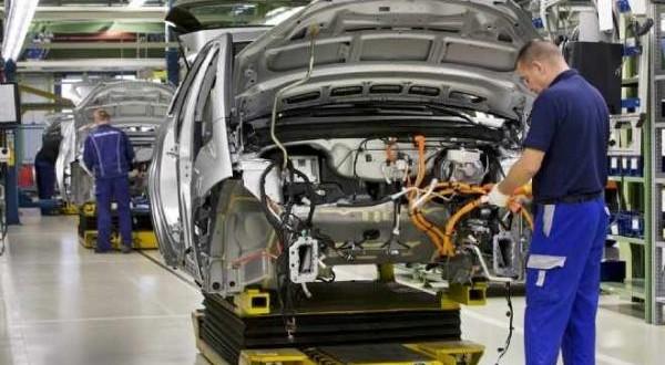 دراسة تكشف عن حاجة 26 مهنة في صناعة السيارات لكفاءات مغربية بحلول 2017