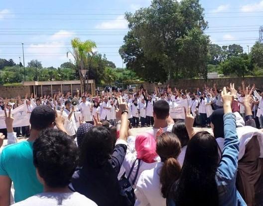 """طلبة الطب يهددون الوردي ب""""ثورة أصحاب الوزرات البيضاء"""""""