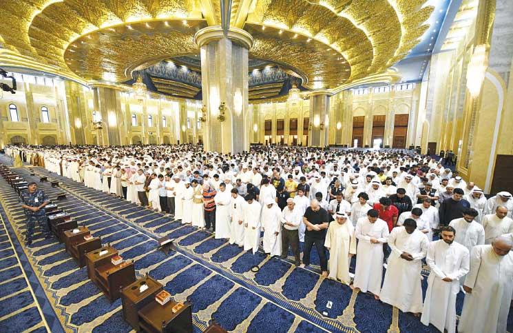 في الكويت، يذهب الشيعة للمساجد من أجل الصلاة..أو الموت