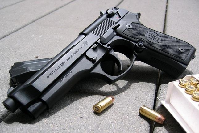 حجز مسدس محشو بالرصاص بمطار محمد الخامس