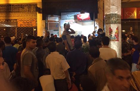 فراشة يحاصرون قائدا داخل عمارة بقلب العاصمة الرباط والقوات العمومية تتمكن من تحريره بصعوبة