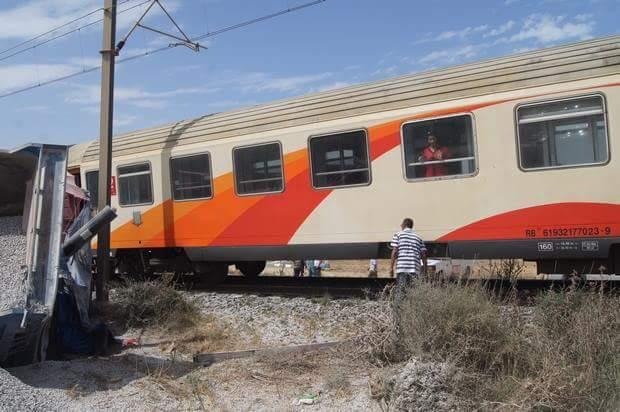 جرحى في إصطدام بين قطار وشاحنة في مدخل مدينة أصيلة