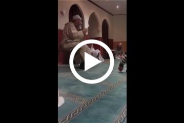 عبد الهادي بلخياط يغني في المسجد : انا بوهالي