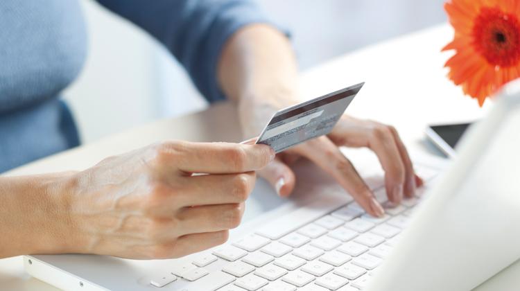 مواقع تجارية إلكترونية توفر شحنا مجانيا للمنتوجات وزبناؤها يفاجؤون بزيادات جمركية
