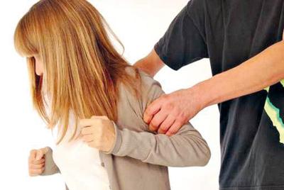 محاكمة موظف بمحكمة الأسرة بطنجة المتورط في فضيحة اغتصاب قاصر داخل مكتب الأرشيف