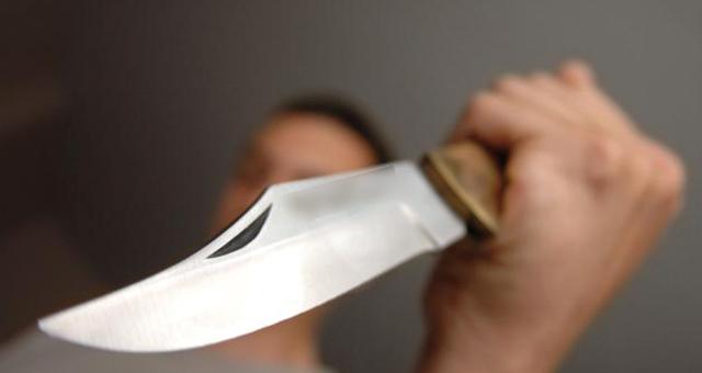 مختل عقليا في طنجة يقتل والدته الخمسينية بواسطة سكين منزلي