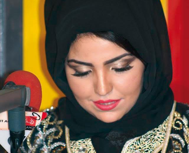 معجبة تتحرش من جديد بالمنشطة الإذاعية «تازرزيت» رغم إدانتها قضائيا