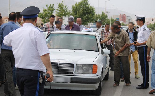 شقيق رئيس جماعة يستغل سيارة أجرة بدون أوراق قانونية منذ ثلاث سنوات بين برشيد والدار البيضاء