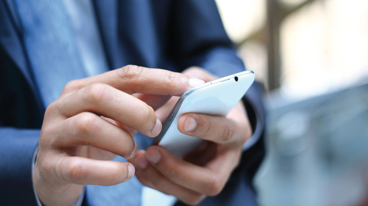 مكتب دراسي أمريكي يفتحص إشتراكات المغاربة في الهاتف النقال
