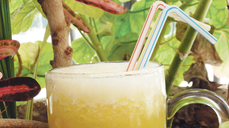 شراب التفاح الأخضر بالبرتقال