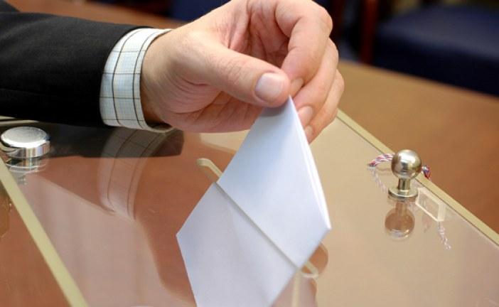 «الناخبون الكبار» يختارون أول مجلس للمستشارين في دستور 2011