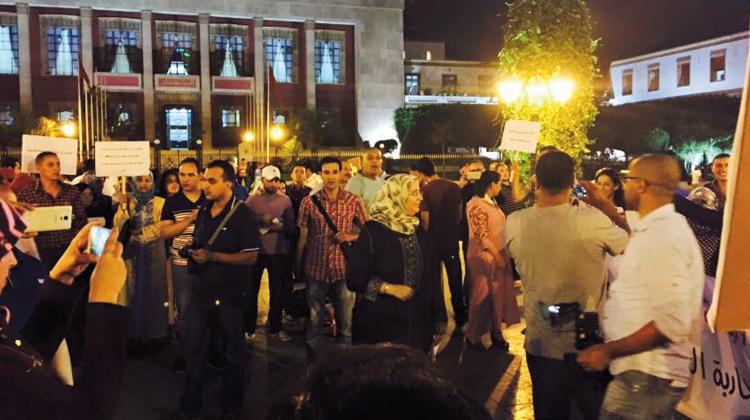 وقفة تضامنية أمام البرلمان مع المعاقة المغتصبة