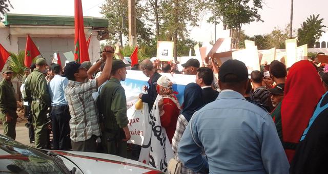 وقفة احتجاجية ولجن تفتيش جهوية ومركزية بقباضة الإدارة الجبائية بالخميسات