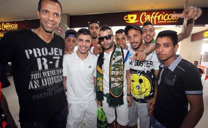 استقبال بمطار محمد الخامس لمعتقلي الرجاء في الجزائر