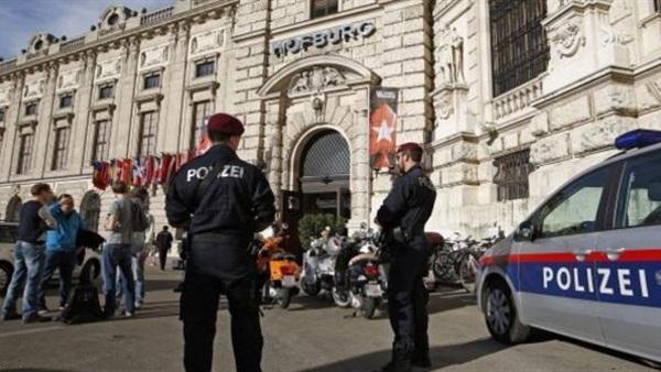 سلطات النمسا تعثر على جثة 70 مهاجرا داخل شاحنة متوقفة على الطريق السريع