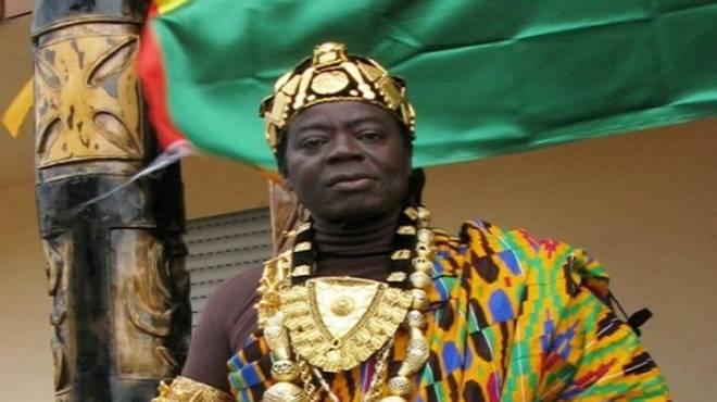 """ملك قبيلة غانية يحكم شعبه عبر """"سكايب"""" من ألمانيا"""