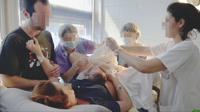 زوج يشتكي طبيبا بمستشفى سانية الرمل بتطوان ترك ثلاث ضمادات برحم زوجته بعد الولادة