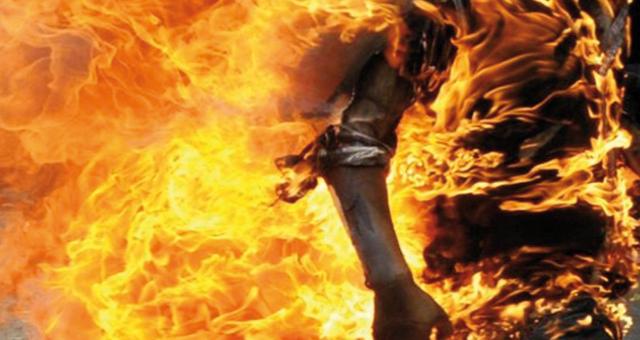 شاب يضرم النار في جسده بعد منعه من ولوج ولاية العيون
