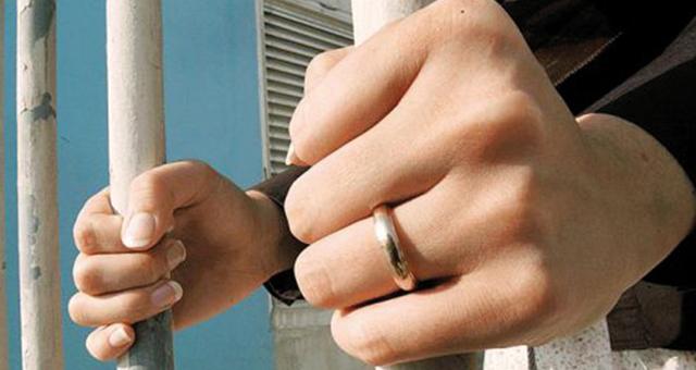 عشر سنوات سجنا لعروس بطنجة كلفت عصابة باختطاف عريسها بعد اكتشافه ليلة الدخلة أنها ليست بكرا