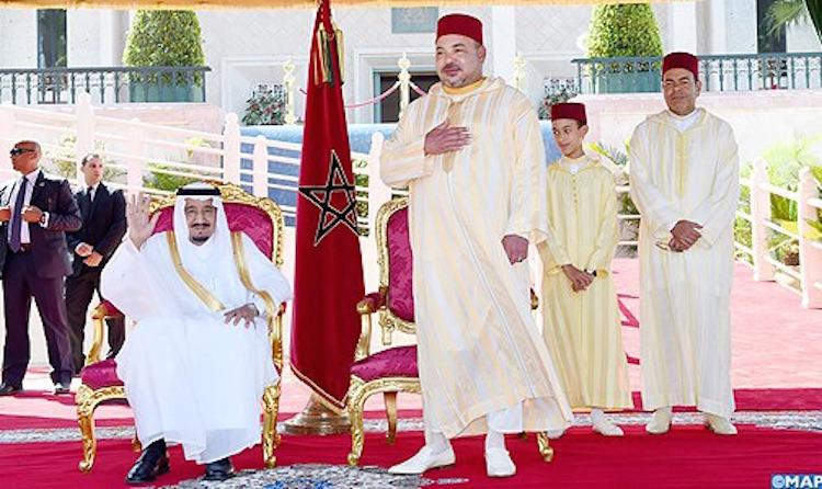 الملك يوشح عددا من الفنانين والمؤلفين المغاربة بمناسبة عيد الشباب