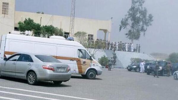 عاجل:انتحاري يفجر نفسه في مسجد بالسعودية
