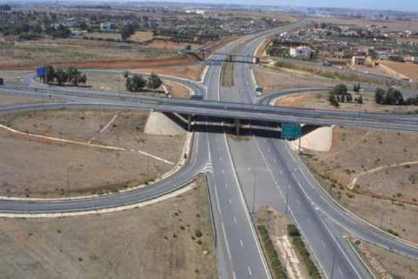 مجهولون يهددون أرواح مستعملي الطريق السيار برميهم بالحجارة بين الخميسات ومكناس