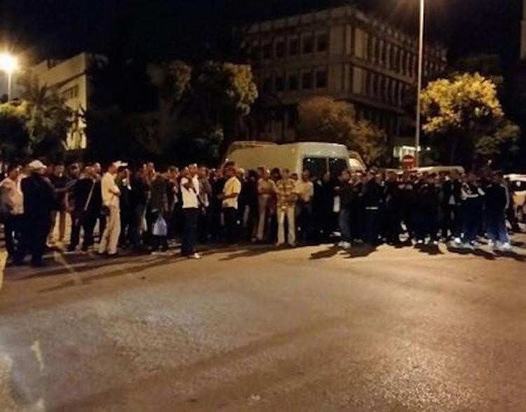 عزل ثلاثة أمنيين من سلك الشرطة بطنجة بتهمة تحريض زملائهم على الاحتجاج