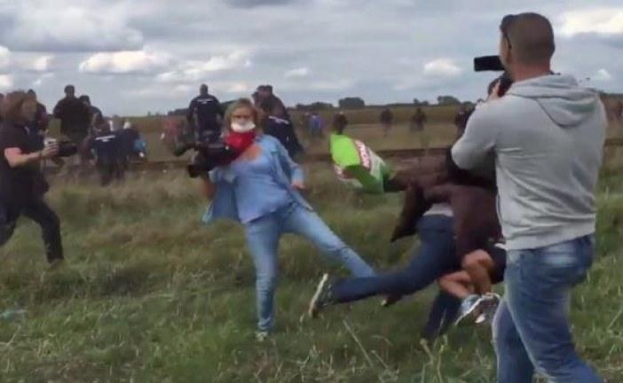 هذه قصة ركلة الصحافية الهنغارية للمهاجرين السوريين التي استنكرها العالم
