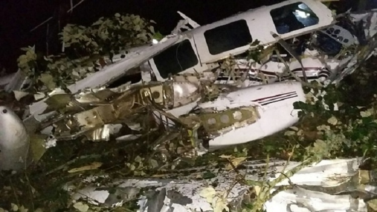 مصرع عاملين مع طوم كروز في تحطم طائرة تصوير