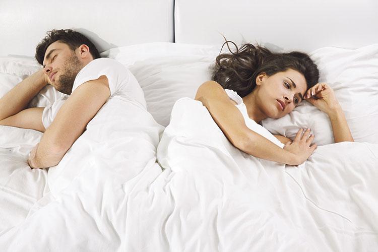 هكذا يصبح الخجل بين الزوجين مشكلة يجب علاجها