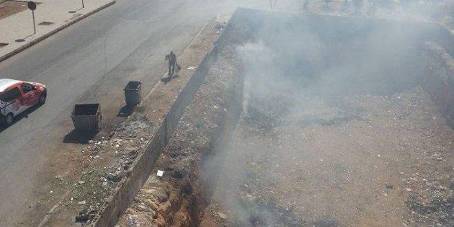 سكان عمارة سكنية بفاس يستغيثون بسبب حرق النفايات وتكاثر الفئران