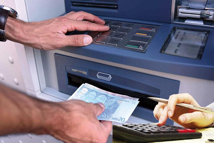 مبالغ مهمة يمكن تحويلها إلكترونيا من حسابات بنكية اعتمادا على معطيات شخصية