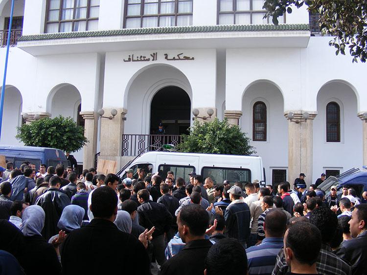 غرفة الجنايات بسلا تقضي بالسجن من سنة إلى ست سنوات في حق متابعين بتهم الإرهاب منهم جزائري