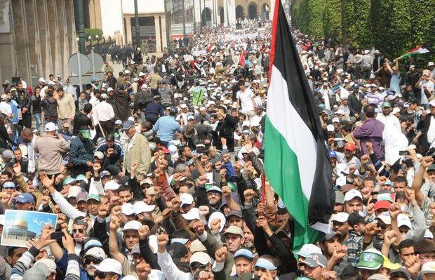 محتجون يطردون الرميد من مسيرة تضامنية مع فلسطين