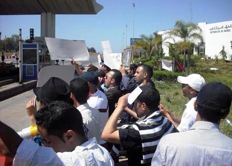 مستخدمو مراكز الاستغلال بالطريق السيار خريبكة بني ملال يحتجون
