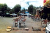 أرباب المقاهي بمدينة برشيد يتحدون السلطات ويحولون الملك العمومي إلى ملكية خاصة