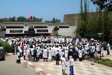 خطير.. 3400 طبيب يستعدون لتقديم استقالة جماعية إلى وزير الصحة