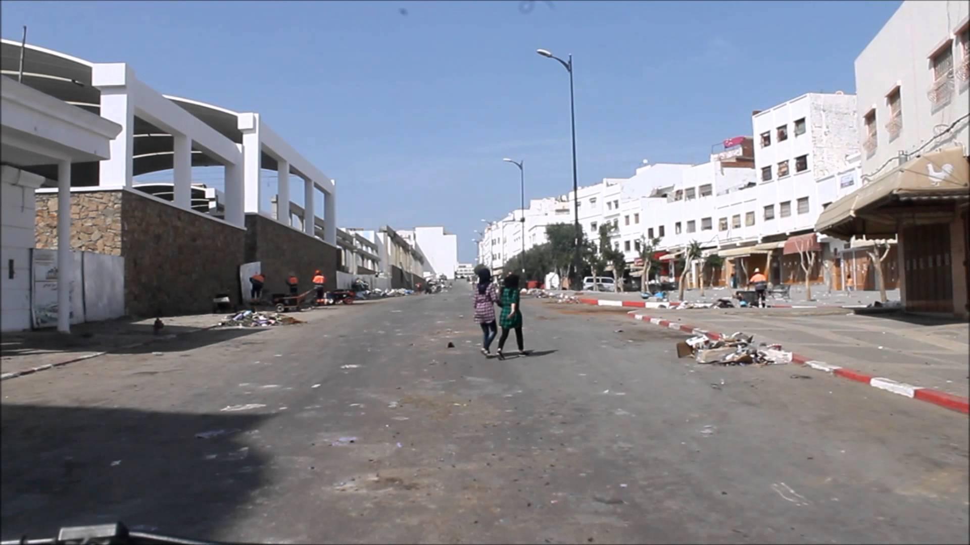 اعتصام مدمنين بساحة حي بطنجة بعد اختفاء تجار المخدرات منه