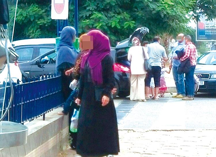 متسولون مغاربة يدعون أنهم لاجئون سوريون للنصب على المواطنين