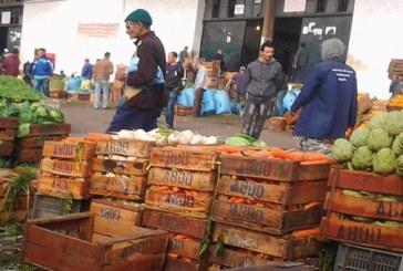 تجار الخضر والفواكه بسيدي سليمان يقاطعون سوق الجملة ويطالبون بافتحاص مالي