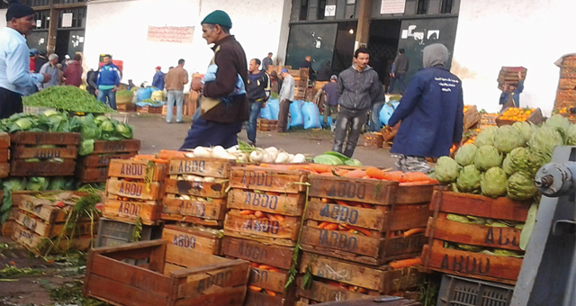 إلغاء تعيين الوكلاء واستمرار استنزاف مداخيل سوق الجملة للخضر والفواكه بالقنيطرة