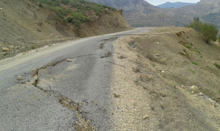 تصدعات تهدد بانهيار طريق أنجزتها وزارة التجهيز قبل أقل من سنتين بتاونات
