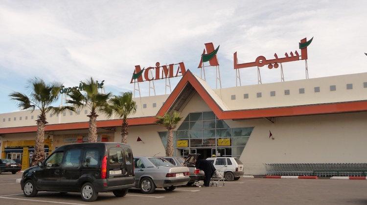 عصابة تروع متجر خمور «أسيما» بآسفي وتصيب 3 مستخدمين بالسيوف