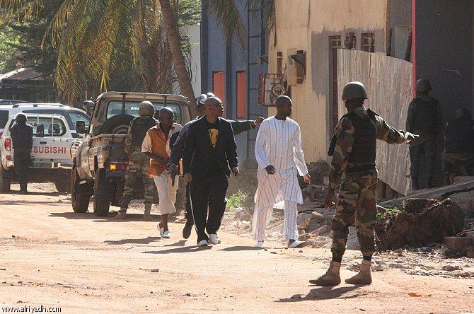 عاجل : مسلحون يطلقون النار داخل فندق شهير بمالي