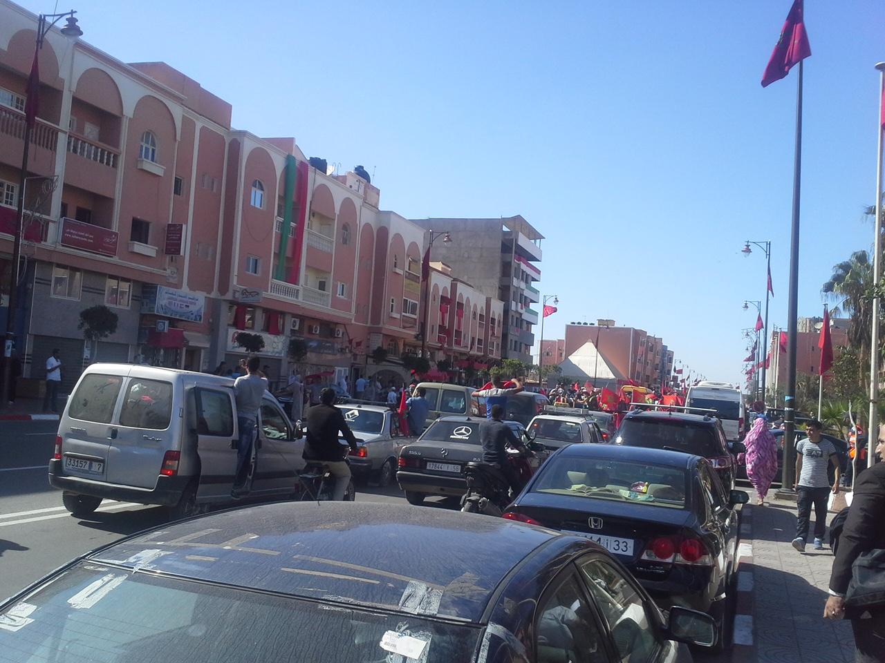 حصاد: عشرات الآلاف من المغاربة يحجون إلى العيون للاحتفال بالمسيرة الخضراء