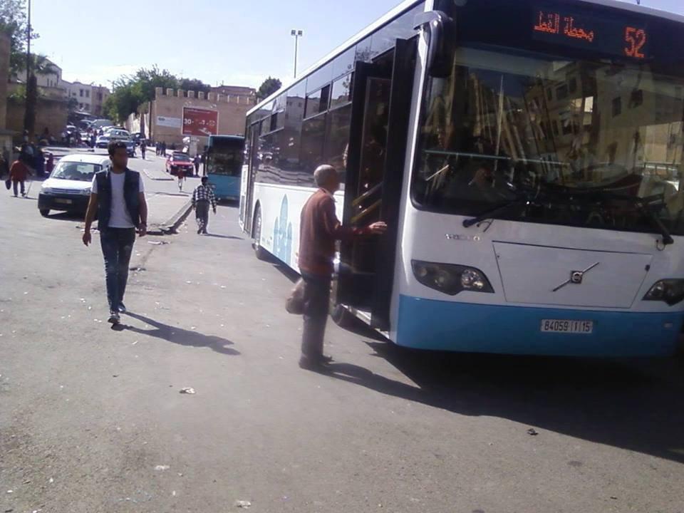 """نجاة مراقبين من الموت بعد """"سحلهما"""" من طرف ركاب حافلة بفاس"""