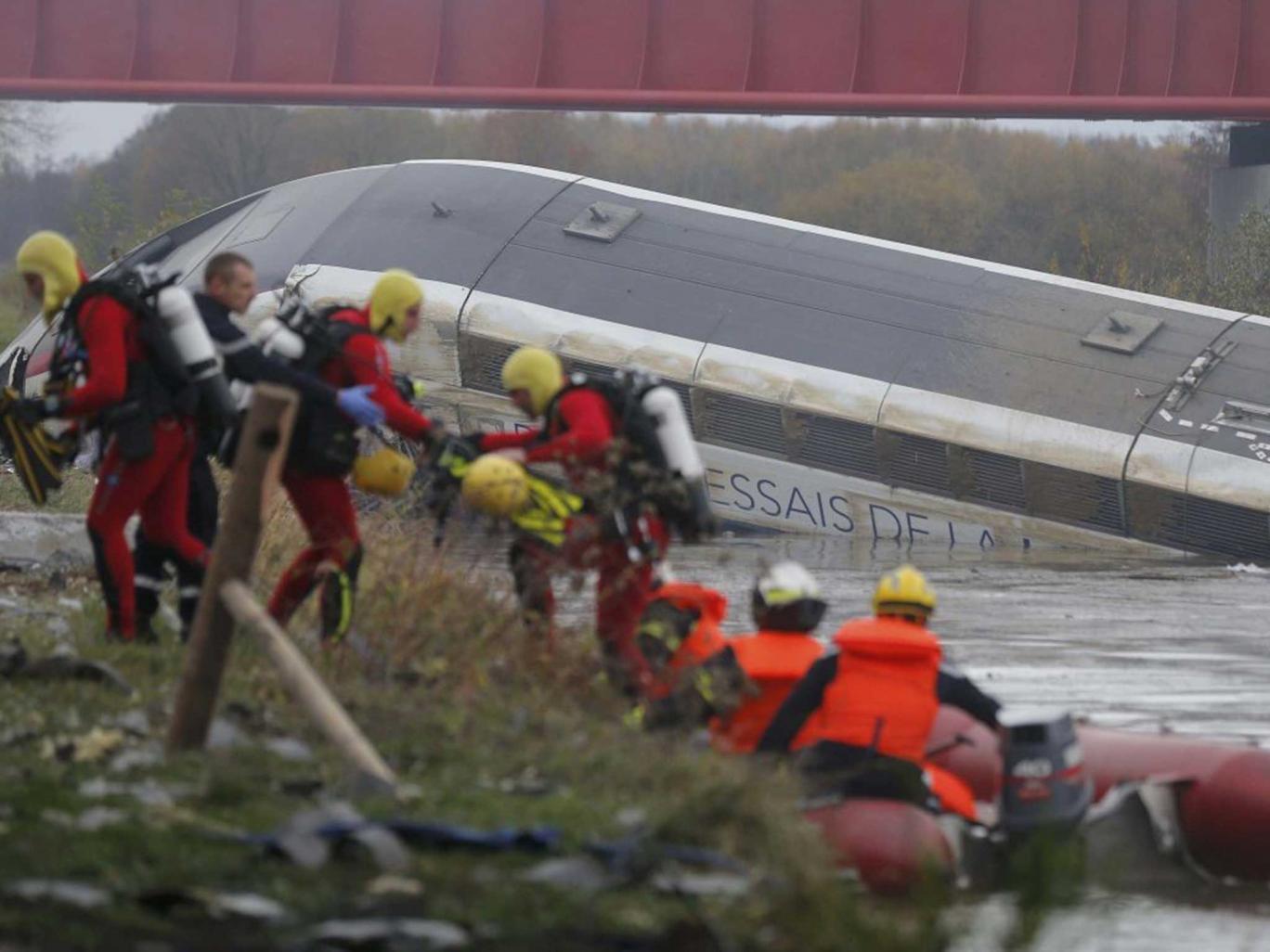 فاجعة جديدة بفرنسا .. قتلى وجرحى في خروج قطار عن سكته