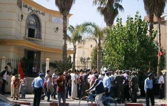 ضحايا تلاعبات في العقار يحتجون أمام مقاطعة بني مكادة بطنجة