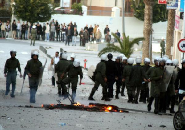 إصابات واعتقالات إثر مواجهات بين الطلبة والأمن بمحيط جامعة فاس