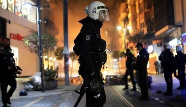 تبادل إطلاق النار بين إرهابيتين والشرطة وسط إسطنبول